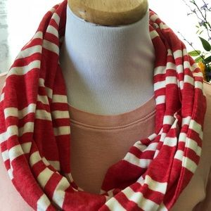 Old Navy t-shirt infinity scarf, red & white